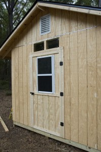 chicken coop with front door & windows